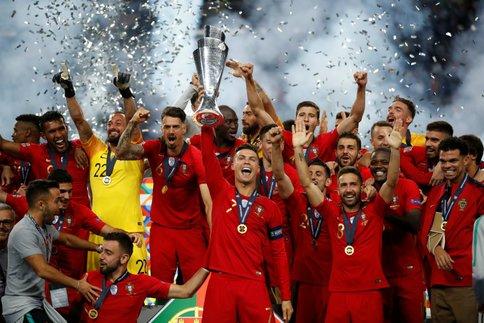 Cristiano Ronaldo et ses coéquipiers vainqueurs de la Ligue des nations.